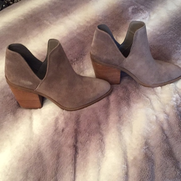 6e42c3d7249 Steve Madden Aker Taupe Suede Booties